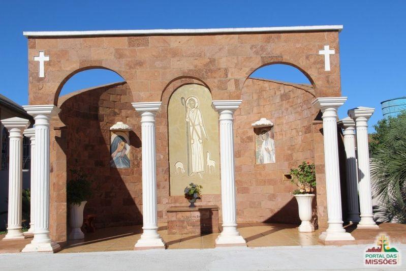 Resultado de imagem para Monumento de Padre Dionísio Basso