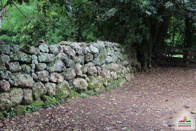 Resultado de imagem para cerca de pedra